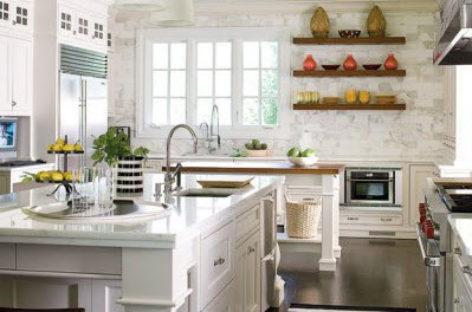 Phòng bếp màu trắng cổ điển nhưng vẫn hiện đại