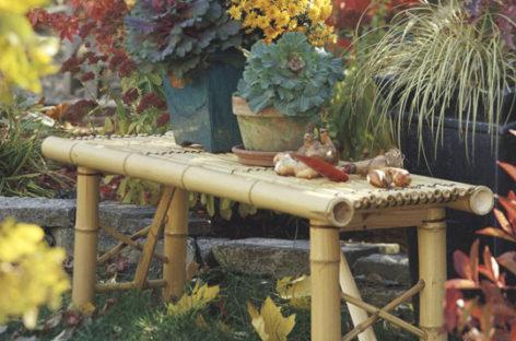 Góc vườn bình yên với đồ trang trí bằng tre