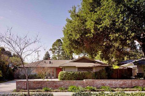 """""""Trang điểm"""" ngôi nhà từ những năm 1950"""