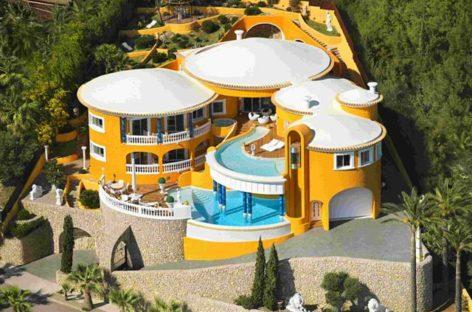 Sự mê hoặc của biệt thự ở bờ biển Tây Ban Nha