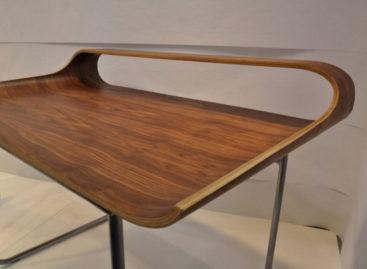 Mảnh mai với chiếc bàn Continue Desk