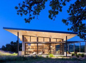 Caterpillar House – ngôi nhà trang trại trên đỉnh đồi
