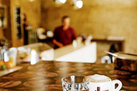 Mặt bàn Werzalit với thiết kế vân gỗ ấm áp