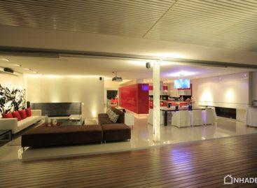 Nổi bật với gam màu trắng và đỏ trong căn hộ penthouse PPDG