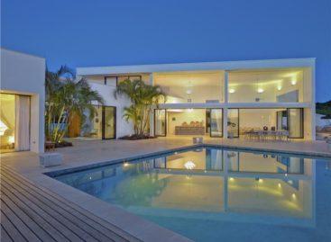 Khám phá căn hộ đương đại Atelier House bên vùng biển Caribe