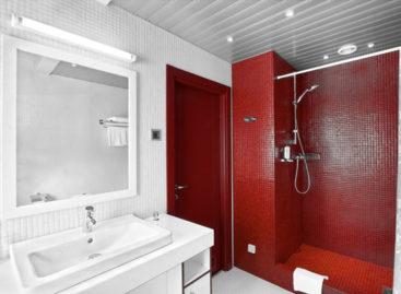 Ý tưởng thiết kế phòng tắm với màu đỏ rực rỡ nồng nàn