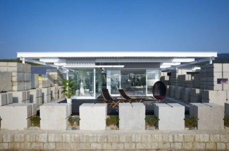 Nét độc đáo của ngôi nhà bằng kính và bê-tông