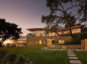 Nội thất tinh khôi và cảnh biển tuyệt đẹp của ngôi nhà Coastlands tại California