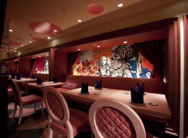 Ấn tượng với thiết kế độc đáo của nhà hàng Alice in Wonderland ở Tokyo