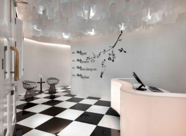 Ấn tượng với thiết kế trắng – đen của khách sạn Club, Singapore