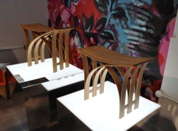 Chiếc ghế tre với những đường cong mềm mại
