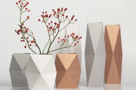 Lọ hoa sang trọng làm bằng bìa các-tông