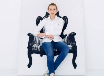 Mẫu thiết kế ghế ngồi độc đáo có thể đặt dựa vào tường từ YOY Design