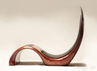 Vẻ đẹp uốn lượn của chiếc ghế gỗ dài được thiết kế bởi Kyle Buckner