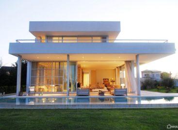 Thiết kế sang trọng của căn nhà bên bờ sông Canal Arias