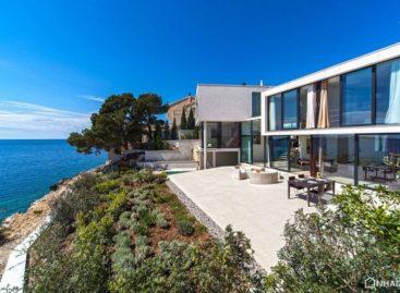 Thiết kế hiện đại của biệt thự bên bờ biển Golden Rays Villa 3