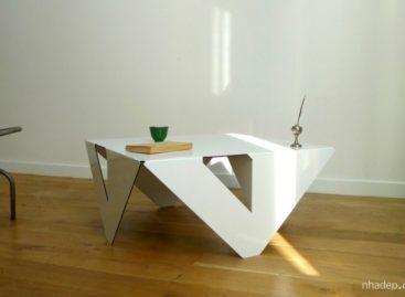 Bàn 4×4 được thiết kế bởi Jules Barrès và Pierre Guillou