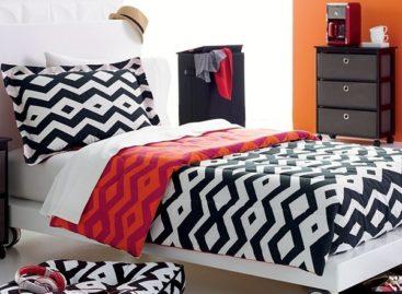 Bộ đồ giường sang trọng với gam màu đen trắng dành cho phái nữ
