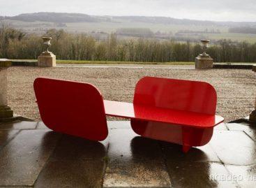 Chiếc ghế dài bằng nhựa nổi bật độc đáo