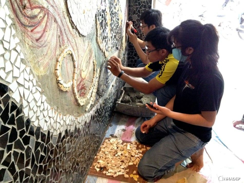 Nha hang Ramen doc dao voi buc tuong Mosaic_19
