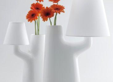 Độc đáo với thiết kế chiếc đèn tích hợp bình hoa