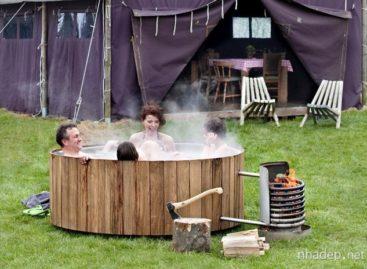 Độc đáo và tiện lợi với bồn tắm nước nóng sử dụng gỗ làm chất đốt