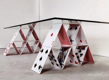 Độc đáo và thú vị với chiếc bàn làm từ những lá bài
