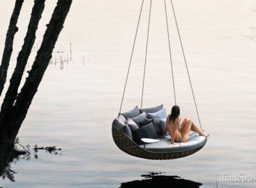 Hòa mình với thiên nhiên cùng chiếc giường treo độc đáo của hãng Dedon