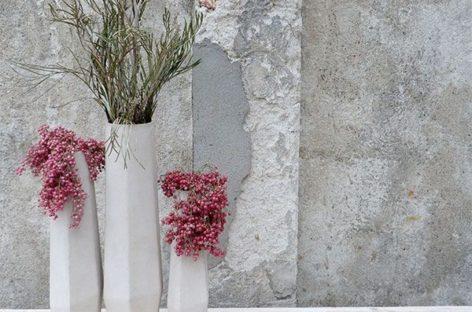 Bộ sưu tập lọ hoa Marchugue bằng bê tông nhẹ của Stefano Pugliese