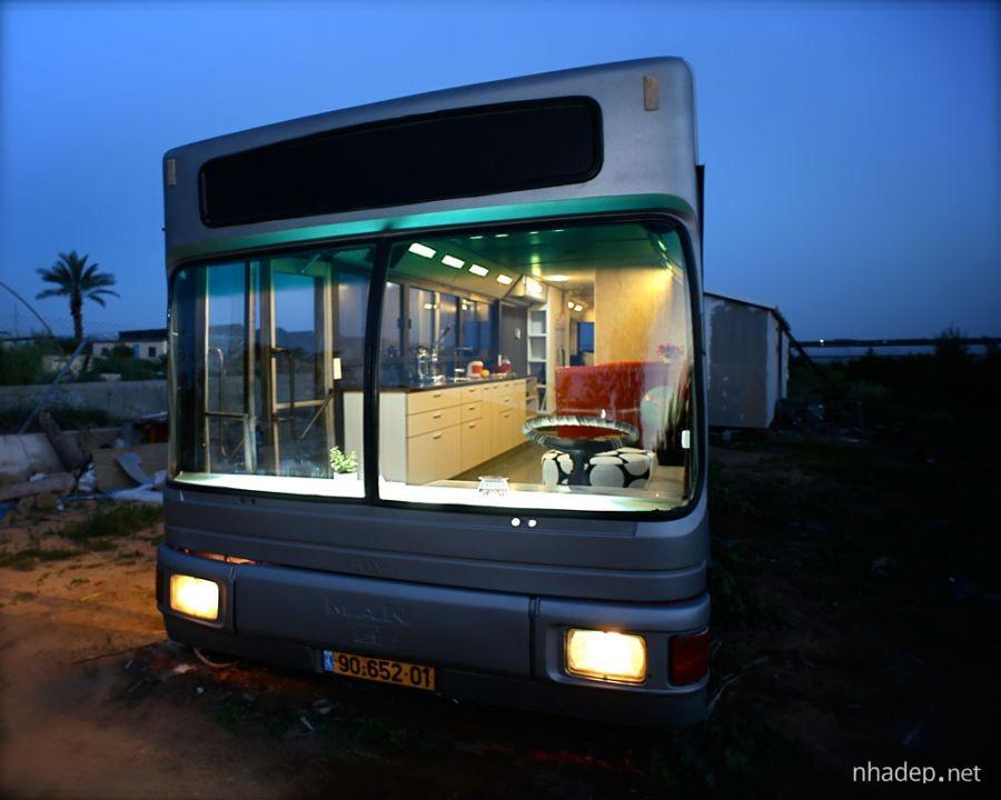 Ngoi nha hien dai lam tu xe bus tai Israel_8
