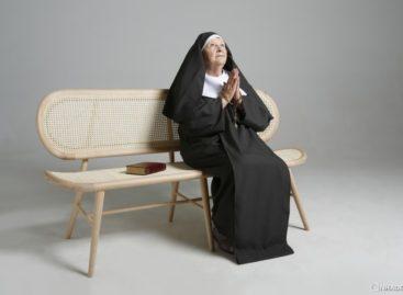 Thiết kế mộc mạc của ghế dài Bernardes