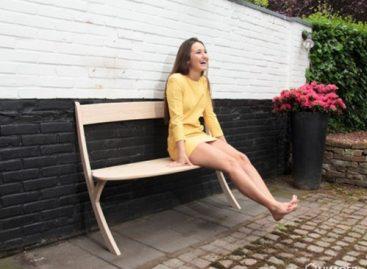 Băng ghế hai chân độc đáo được thiết kế bởi Izabela Boloz
