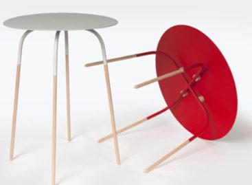 Những chiếc bàn nhỏ với chân bàn thanh mảnh được thiết kế bởi Andrew Cheng
