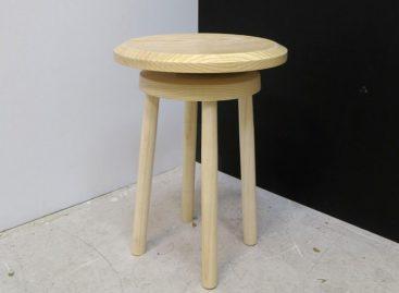 Tập thể dục ngay tại bàn làm việc với chiếc ghế Balance Stool
