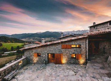Ngôi biệt thự ấm áp được xây dựng bằng vật liệu tự nhiên