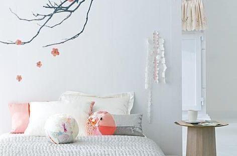 Trang trí nội thất với hoa anh đào mừng xuân về