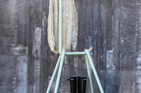 Lạ mắt với giá treo quần áo LLAMA hình hươu cao cổ