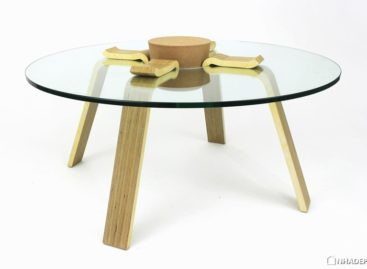 """Chiếc bàn cà phê ấn tượng với nút bần """"khổng lồ"""""""