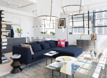 Không gian công nghiệp được cải tạo thành một căn hộ đầy màu sắc