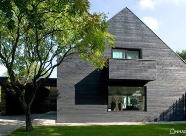 Vẻ hiện đại sau khi cải tạo của ngôi nhà được xây dựng năm 1960