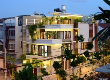 Ngôi nhà được thiết kế bỏ bớt diện tích để có nhiều cây xanh