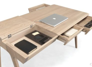 Chiếc bàn làm việc Metis bằng gỗ cứng có nhiều ngăn chứa đồ