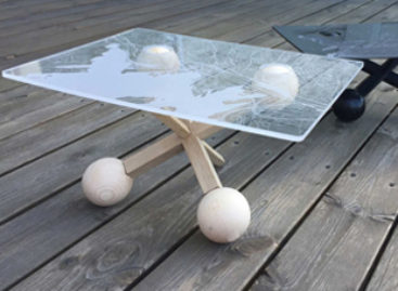 Chiếc bàn độc đáo My Jacks