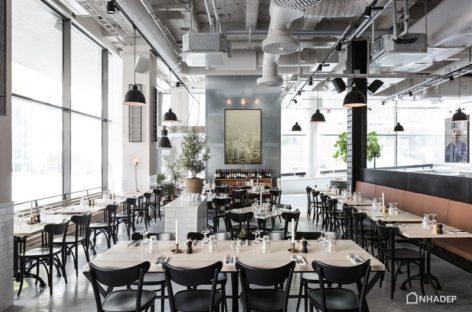 Không gian tràn ngập ánh sáng của quán Bistro – Café Usine