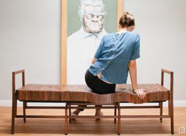 Những chiếc ghế gỗ êm ái, uốn cong vừa vặn theo tư thế của người dùng