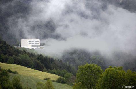 Thiết kế hiện đại của trường tiểu học Rodeneck, Ý