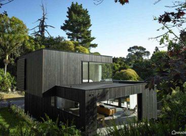 Ngắm nhìn ngôi nhà gỗ Waiatarua trên sườn đồi