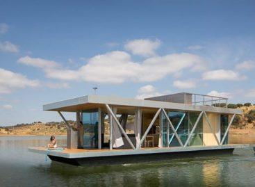 Tham quan một ngôi nhà nổi trên thuyền