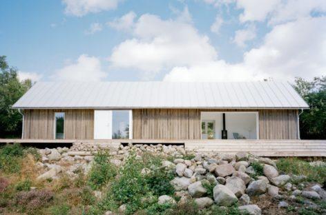 Ngôi nhà mùa hè với nét kiến trúc độc đáo tại bờ biển Västra Götaland, Thụy Điển