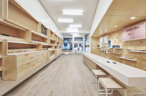 Chiêm ngưỡng nội thất bên trong cửa hàng mắt kính được thiết kế bởi West of West